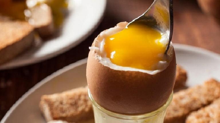 Người bị ho nên lưu ý những gì khi ăn trứng?