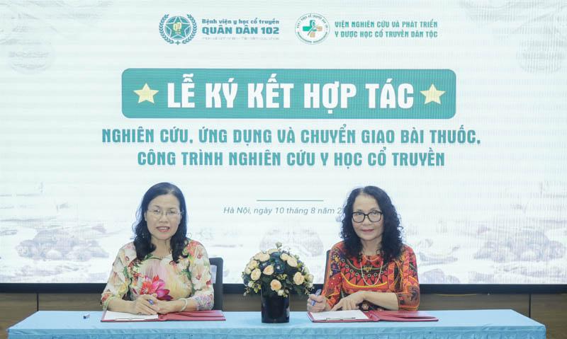 Đại diện 2 đơn vị là Bác sĩ Nguyễn Thị Vân Anh và Bác sĩ Lê Phương