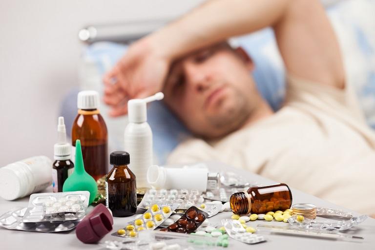 Sử dụng thuốc Tây y để điều trị triệu chứng và nguyên nhân gây bệnh
