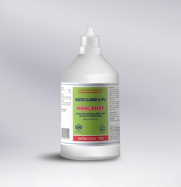 Sử dụng NaCl 0,9% để súc họng cho trẻ