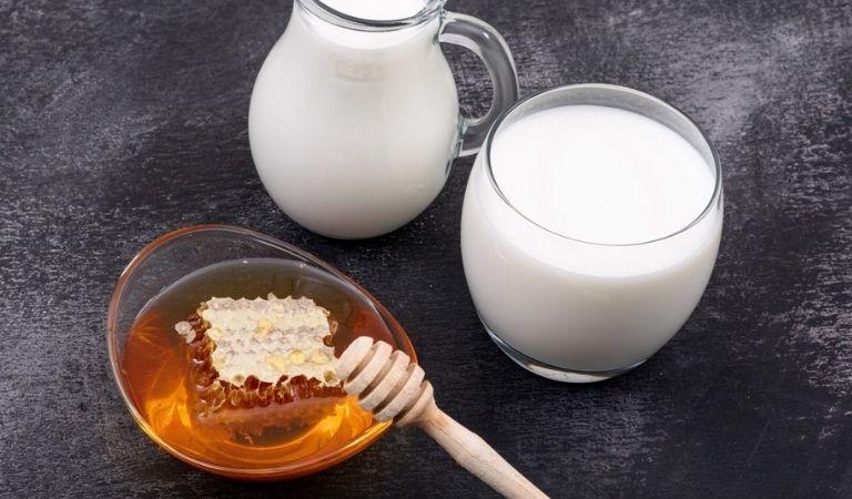 Mẹo trị viêm amidan nhờ sữa tươi, mật ong