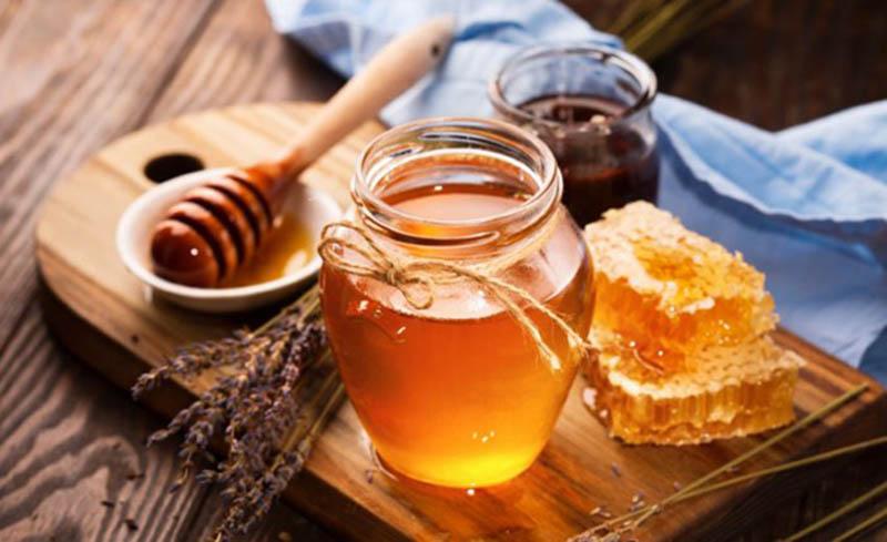 Cách chữa viêm amidan hốc mủ bằng dân gian với mật ong có thể mang lại hiệu quả tốt