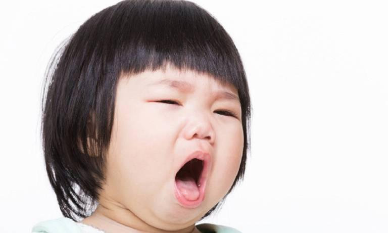 Hình ảnh trẻ 2 tuổi bị viêm họng