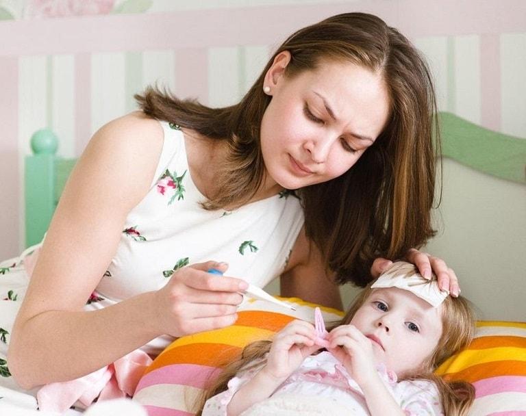 Giảm đau, hạ sốt cho trẻ giúp trẻ dễ chịu