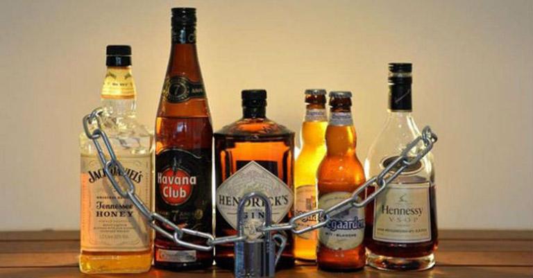 Trong thời gian điều trị viêm amidan, người bệnh cần hạn chế đồ uống có cồn, chất kích thích như cà phê, bia rượu…