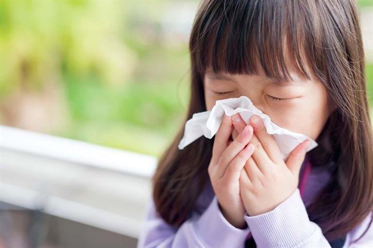 Trẻ mắc các bệnh viêm xoang, viêm mũi thường có nguy cơ cao bị viêm họng cấp