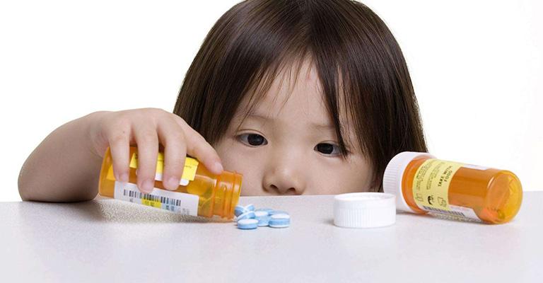 Thuốc Tây y chữa bệnh cho trẻ cần được dùng dưới sự cho phép của bác sĩ chuyên môn
