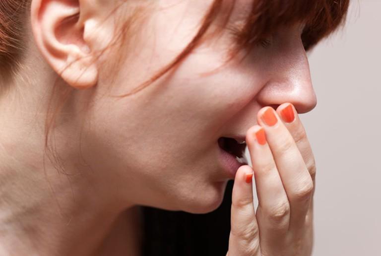 Viêm họng cấp có thể lây qua đường giọt bắn
