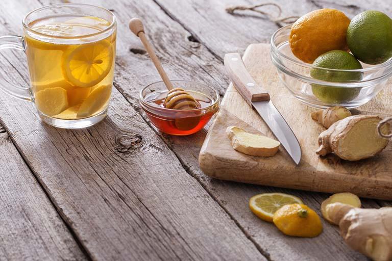 Thực phẩm có tính kháng viêm như mật ong, gừng... tốt cho người bệnh