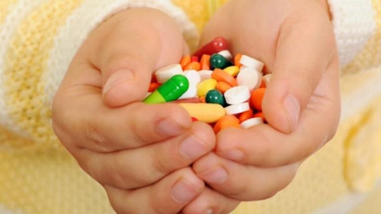 Bé bị viêm họng uống thuốc gì? Cần sử dụng kháng sinh cho bé