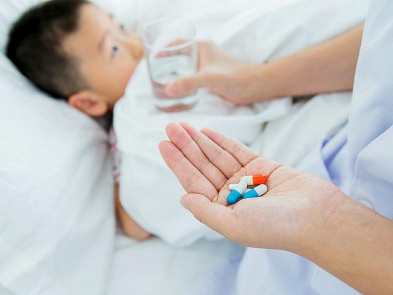 Cha mẹ có thể sử dụng kháng sinh để chữa bệnh cho trẻ