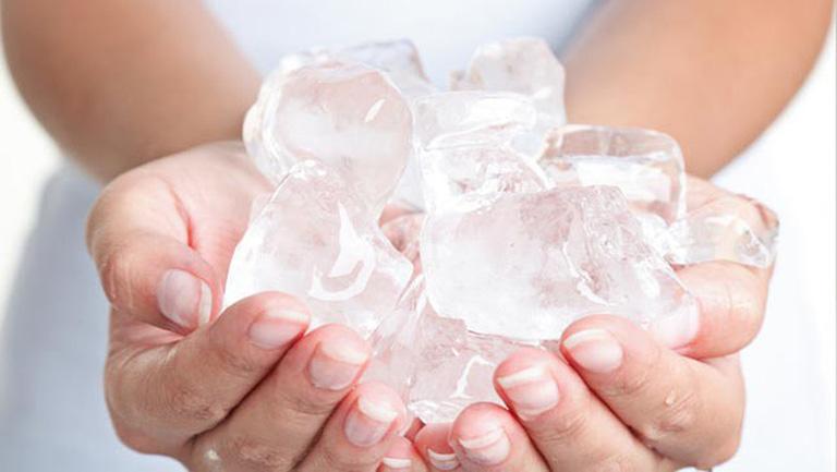 Bị ho không nên uống nước đá lạnh