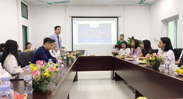 Ông Nguyễn Quang Hưng, PTGĐ Tập đoàn Vietmec, phát biểu tại Sự kiện