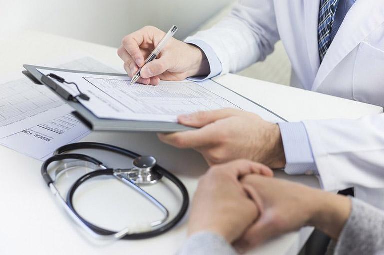 Người bệnh nên đi khám và dùng thuốc theo đơn của bác sĩ