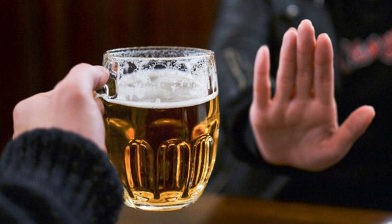 Người bệnh không nên uống bia, rượu, hút thuốc lá...