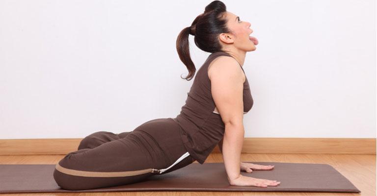 Bài Simhasana Yoga chữa viêm họng