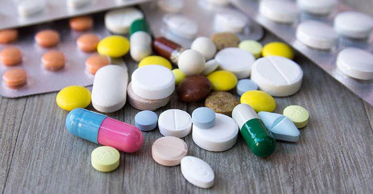 Thuốc Tây y chữa trị bệnh viêm tai giữa chảy mủ