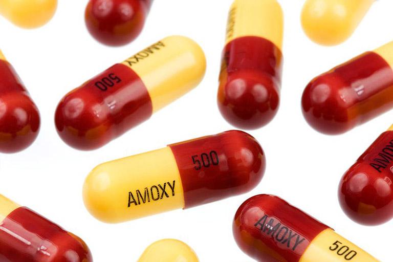 Amoxicillin là kháng sinh nhóm Beta-lactam được dùng nhiều để chữa viêm họng cho bà bầu