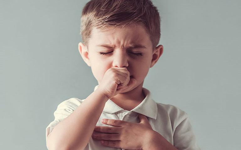 Trẻ bị ho do viêm phế quản