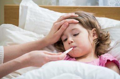 Trẻ bị viêm họng cấp sốt mấy ngày? Thông thường, trẻ bị sốt từ 3 đến 5 ngày