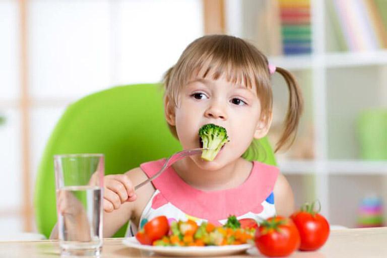 Chế độ dinh dưỡng ảnh hưởng đến tình trạng bệnh của trẻ