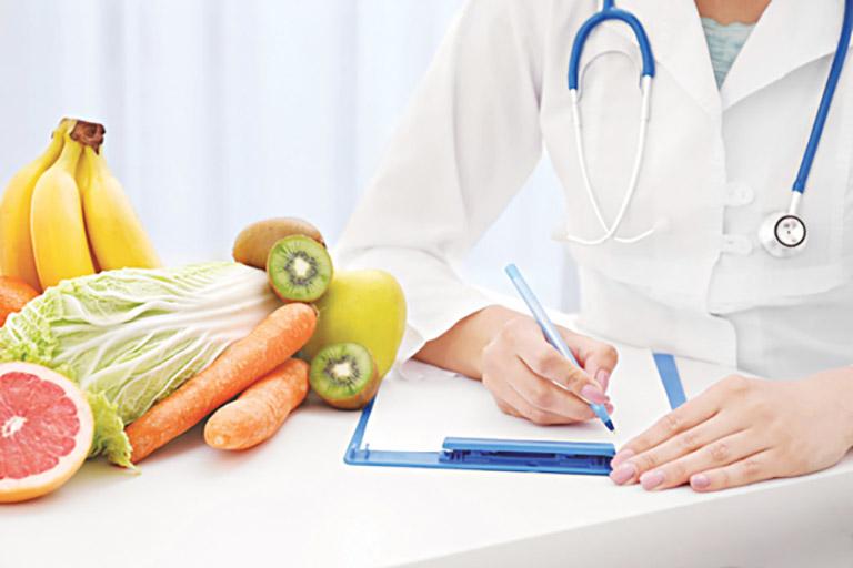 Chế độ ăn uống đầy đủ dinh dưỡng cho người bệnh