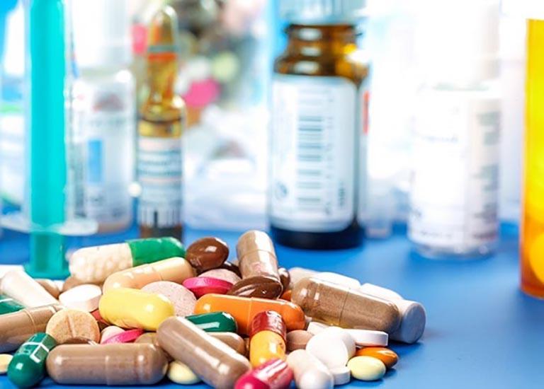 Thuốc kháng sinh, kháng viêm... là những thuốc điều trị phổ biến