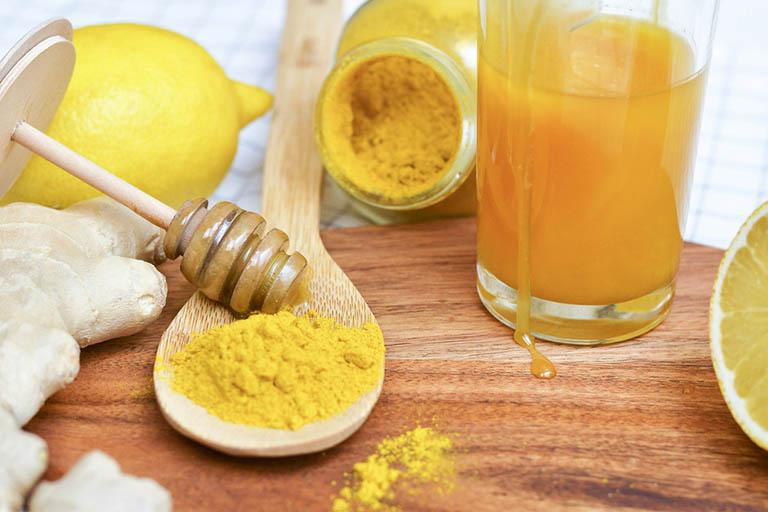 Bài thuốc với mật ong và tinh bột nghệ