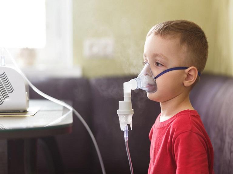 Người bệnh có triệu chứng khó thở, có thể biến chứng suy hô hấp rất nguy hiểm