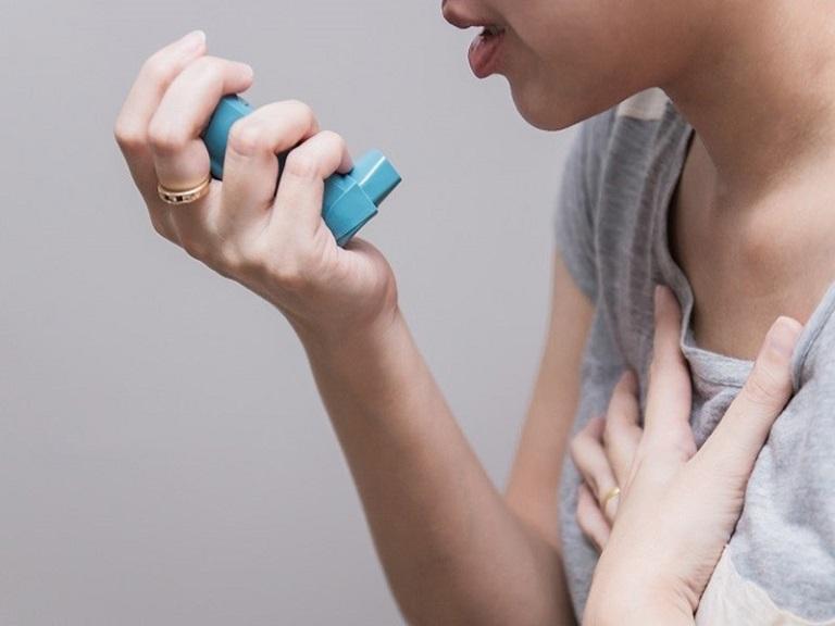 Người bệnh có thể được hỗ trợ bằng khí dung khi điều trị