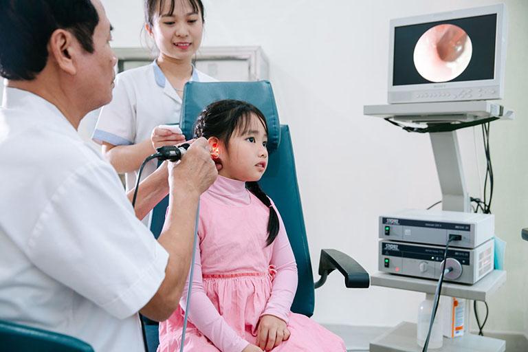 Chẩn đoán bệnh bằng cách soi tai
