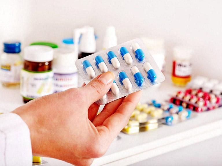 Tây y tập trung vào điều trị triệu chứng bệnh