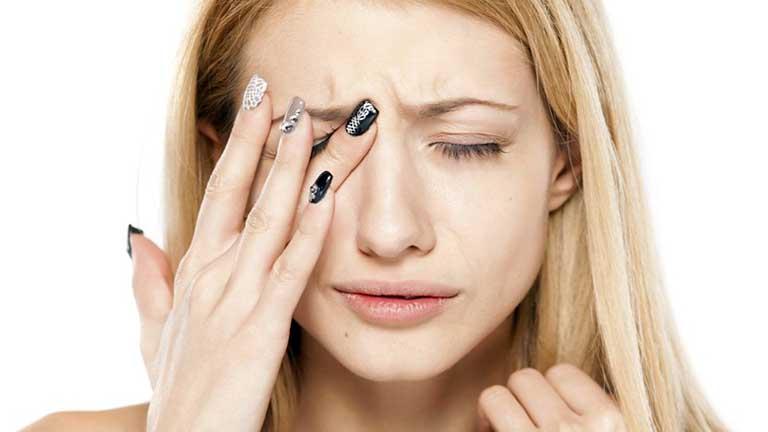 Người bệnh bị đau dữ dội ở vùng mặt, hốc mắt và đỉnh đầu