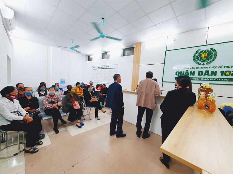 Bệnh nhân đến khám và điều trị tại bệnh viện