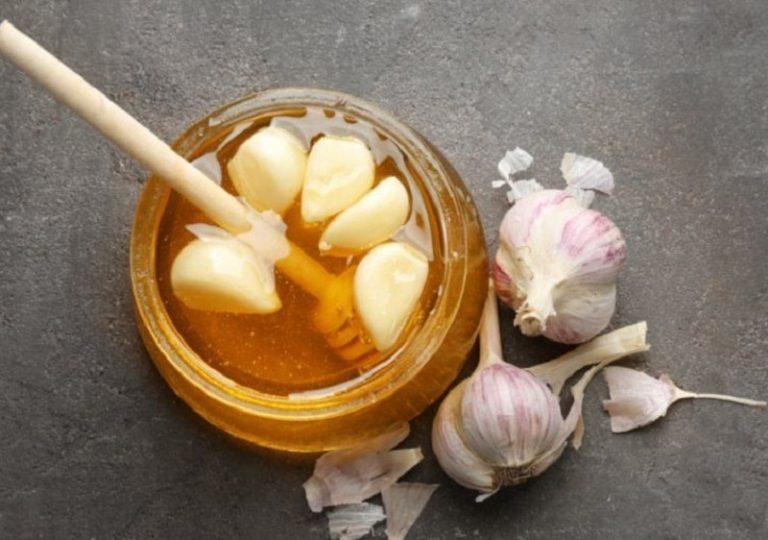 Sử dụng tỏi và mật ong để trị viêm họng