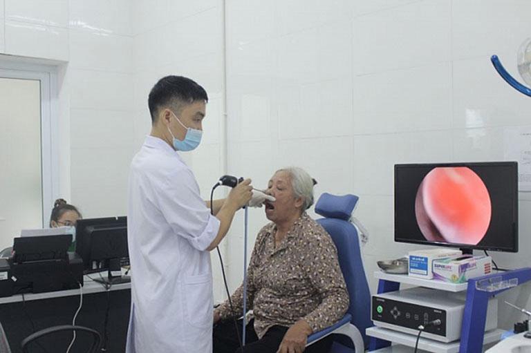 Hình ảnh bà Sang nội soi mũi họng tại bệnh viện Tai Mũi Họng Quân dân 102