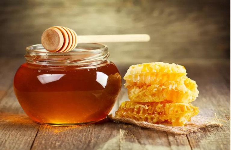 Mật ong làm lành các tổn thương ở niêm mạc họng