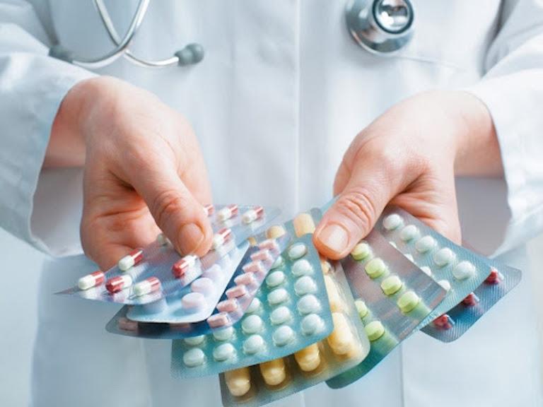 Dùng thuốc Tây là cách chữa trị viêm xoang phổ biến hiện nay