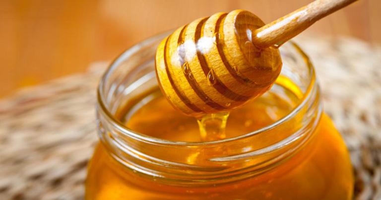 Không nên dùng mật ong cho trẻ nhỏ dưới 1 tuổi
