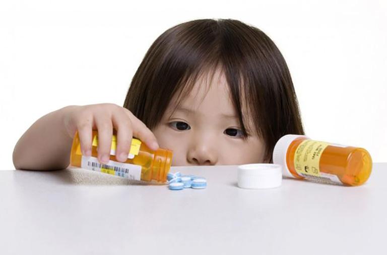 Điều trị viêm xoang hàm cho trẻ bằng thuốc