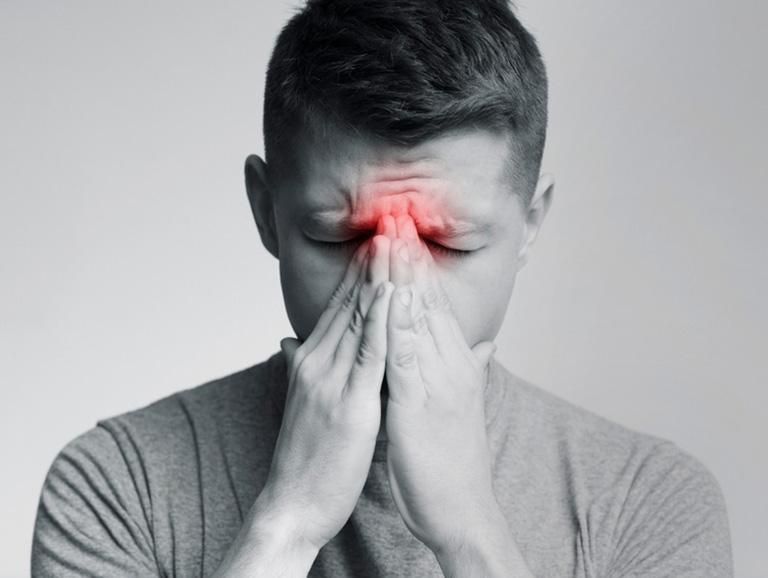 Viêm xoang trán mãn tính với các triệu chứng kéo dài khiến sinh hoạt hàng ngày của người bệnh bị ảnh hưởng