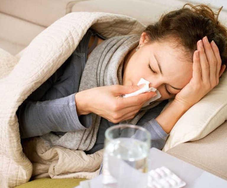 Sử dụng thuốc Tây y để giảm cơn sốt do viêm xoang nhanh chóng