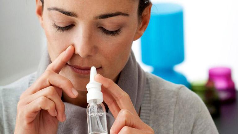 Người bệnh khi điều trị viêm xoang cần chú ý rửa mũi mỗi ngày bằng nước muối sinh lý