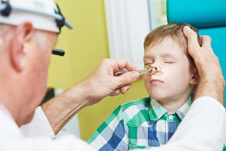 Cha mẹ cần tuân thủ nghiêm ngặt chỉ định của bác sĩ điều trị trong suốt thời gian cho bé dùng thuốc