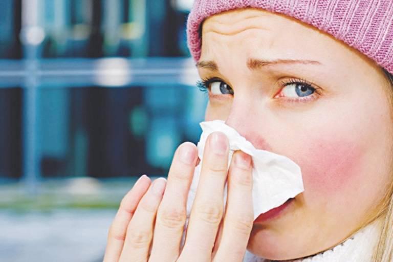 Có rất nhiều nguyên nhân khác nhau gây nên tình trạng viêm xoang mũi dị ứng thời tiết