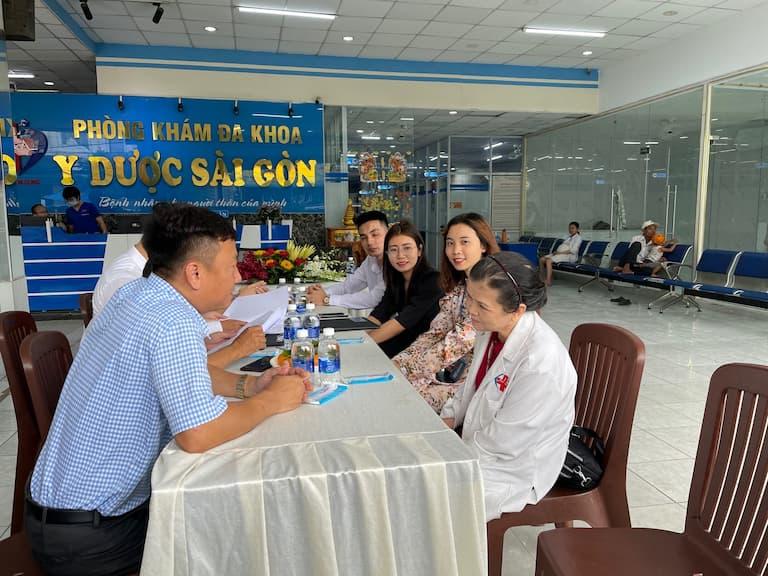 Buổi trò chuyện trước khi diễn ra lễ ký kết hợp tác giữa đại diện hai bên đơn vị