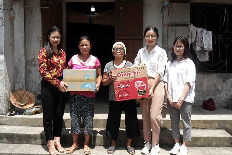 Đoàn CTXH Quân dân 102 đến thăm hỏi và tặng quà các hoàn cảnh khó khăn tại Thái Bình