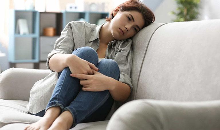 Viêm họng phù nề khiến người bệnh mệt mỏi chán ăn