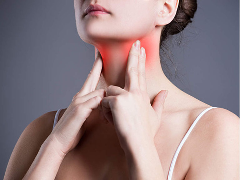 Họng và tai có liên quan chặt chẽ đến nhau nên viêm họng có thể gây ù tai