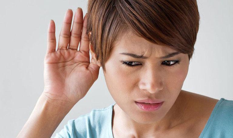 Ù tai là triệu chứng đầu tiên của bệnh